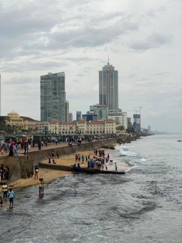 観光しながら走ろう!スリランカ・コロンボの海岸ランニングコース【片道3.5km】