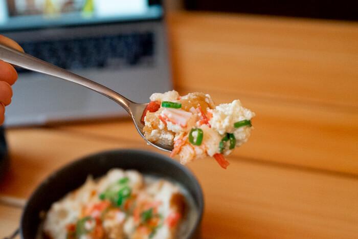 スプーンですくった鹹豆漿(シェントウジャン)