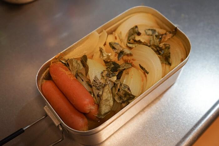 メスティンで作るカレー風味ポトフ