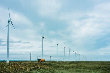 日本海と風力発電所の壮大な景色の中をランニング!北海道オロロンライン