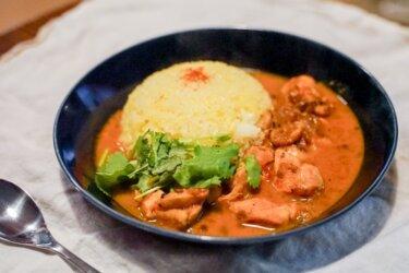 濃厚鶏白湯で作るスパイスチキンカレー【レシピ】