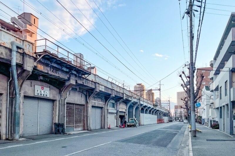JR神戸線高架沿い
